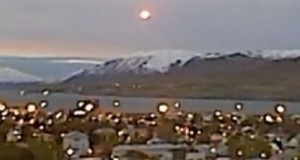 UFO over Akureyri, Iceland. (Credit: Bjarki Mikkelsen/YouTube)