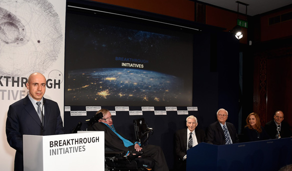 Yuri Milner and Stephen Hawking announcing the $100 million Breakthrough Initiative in London. (Photo via Breakthrough Initiative)