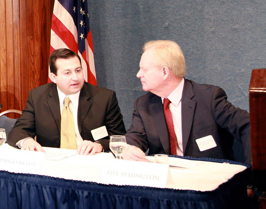 Capt. Bravo (left) talking with former Arizona governor Fife Symington at the National Press Club event in 2007. (image credit: James Fox)