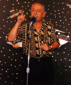 Enrique Castillo Rincón lecturing at the UFO Conference in San José in 1996.