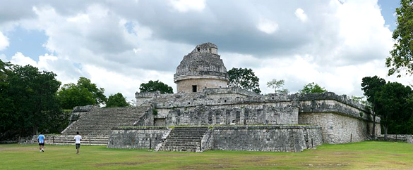 Caracol (The Observatory) in Chichén Itzá. The lines of this Mayan temple line up with at least 20 separate astronomical events. (Credit: Daniel Schwen/Wikimedia Commons)