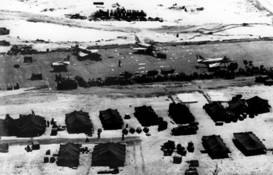 Chu Lai aircraft service area, 1965. (image credit: US Navy)