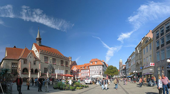 The old city hall, Gaenseliesel fountain, and pedestrian zone and marketplace in the lovely town of Göttingen. (Credit: Daniel Schwen/Wikimedia Commons)