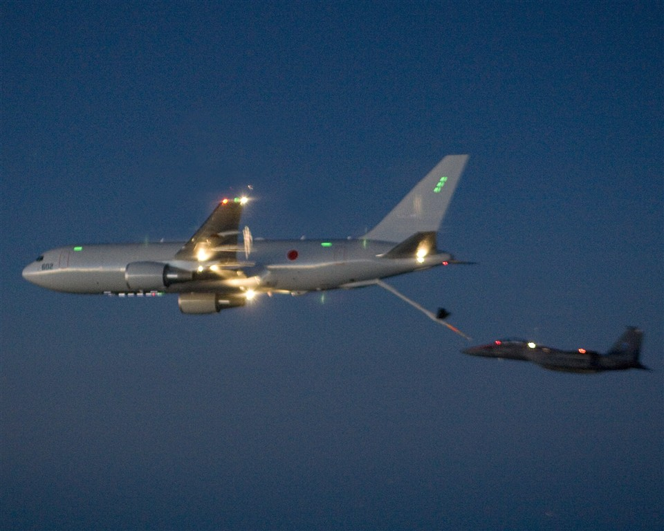 A KC-767 performing in-flight refueling operations. (Credit: Defense Industry Daily)