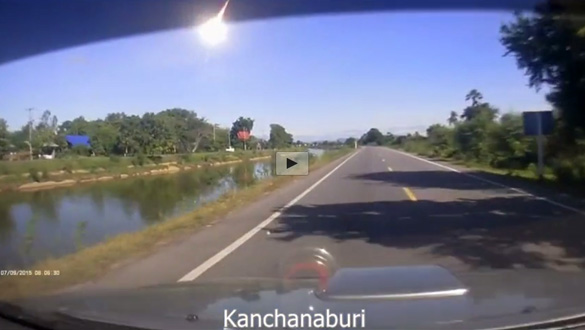 Still image from the Fireball compliation video showing the fireball as seen from Kanchanaburi. (Credit: Bangkok Post)