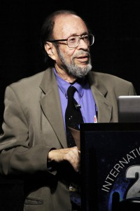 Dr. Roger Leir presenting at the 2013 International UFO Congress. (Credit: Open Minds)
