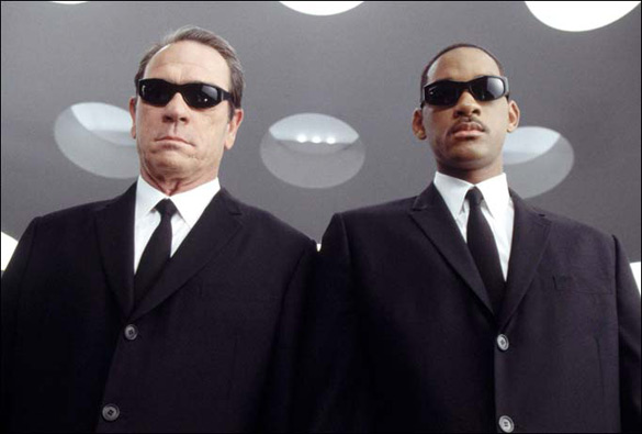 Actors Tommy Lee Jones (left) and Will Smith as Men in Black. (Credit: Columbia Pictures)