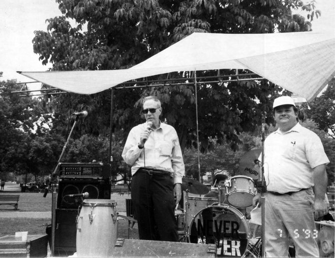 Moseley speaking at the Operation Right to Know rally in front of the White House at Lafayette Park in July 1993. Standing to his right is Hal McKenzie, one of ORK's organizers. (Photo: A. Huneeus)
