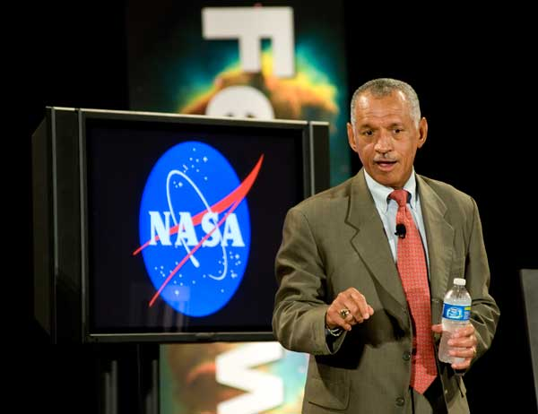 NASA Administrator Charles Bolden discusses the future with interns and fellows at Goddard Space Flight Center in Greenbelt, MD, July 29. (Credit: NASA/Goddard Space Flight Center/Bill Hrybyk)