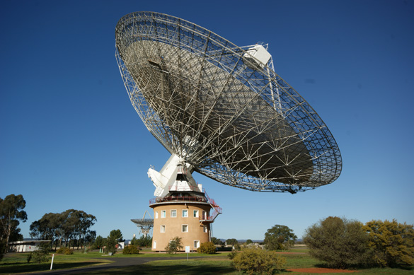 Parkes Observatory, New South Wales, Australia. (Credit: Ian Sutton/Wikimedia Commons)