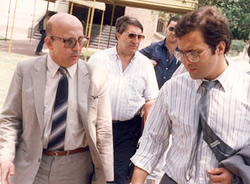 Captain Daniel Perissé (left) with journalist Alejandro Agostinelli (right) during a UFO Congress in San Lorenzo in 1991. (image credit: Rubén Morales)