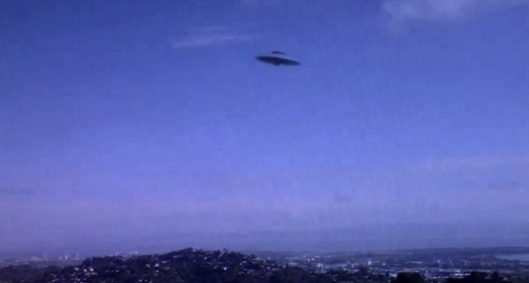 UFO photographed in CA? (Credit: Tom Young/WMFD)