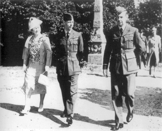 Sir Hugh Dowding with George VI and Queen Elizabeth (image credit: RAF)