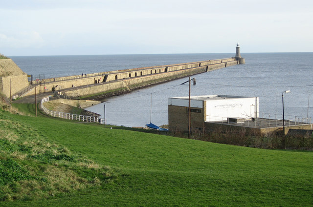 Tynemouth North Pier. (Credit: wfmillar/Wikimedia Commons)