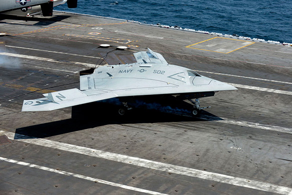 A U.S. Navy X-47B Unmanned Combat Air System landing aboard the aircraft carrier USS George H.W. Bush (Credit: Department of Defense/Capt. Jane E. Campbell)