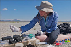Felisa Wolfe-Simon processing mud from Mono Lake (Credit: NASA)