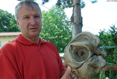 Mayor Ivan Stefic with the 'alien head.' (Credit: 24 Sata)