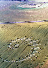 1996 crop circle near Stonehenge (credit: Colin Andrews)