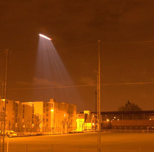 Mistaken identitiy. Picture from YouTube video mistaken for Chinese UFO photo. Actual picture is of a helicopter in France, 2007. Click image for full description. (image credit: Wikimedia Commons)