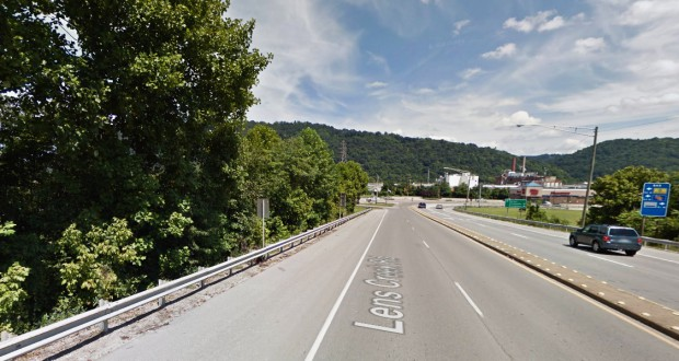 Ten witnesses watched the three football field-sized object moving silently at an altitude between 300 and 500 feet. Pictured: Marmet, West Virginia. (Credit: Google)