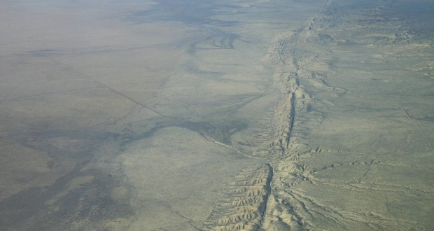 The witness believes that UFOs frequently follow the same route along the San Andreas Fault. Pictured:  Aerial photo of the San Andreas Fault in the Carrizo Plain. (Credit: Wikimedia Commons)