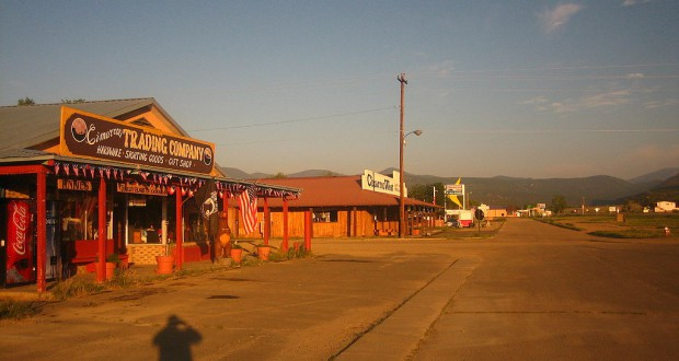 The witness woke up about midnight on July 4, 2008, and observed the disc-shaped object about 50 feet away. Pictured: Downtown Cimarron, NM. (Credit: Wikimedia Commons)