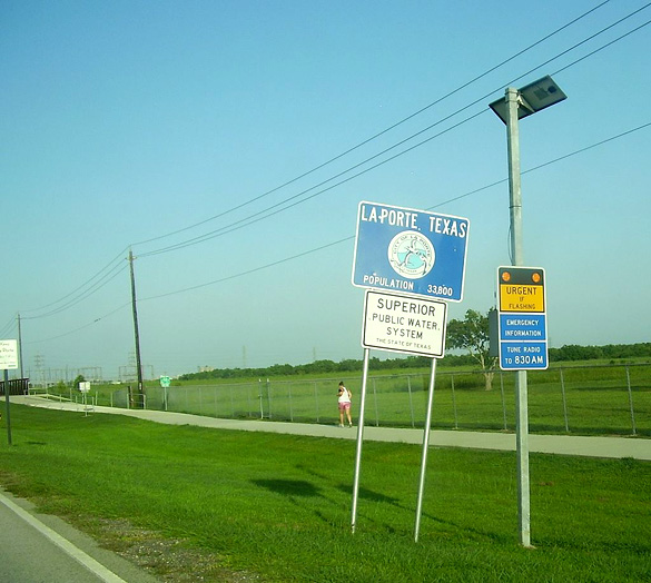 The witness first realized that his front fender was falling off on August 8, 1972, before seeing the UFO. Pictured: LaPort, Texas. (Credit: Wikimedia Commons.)