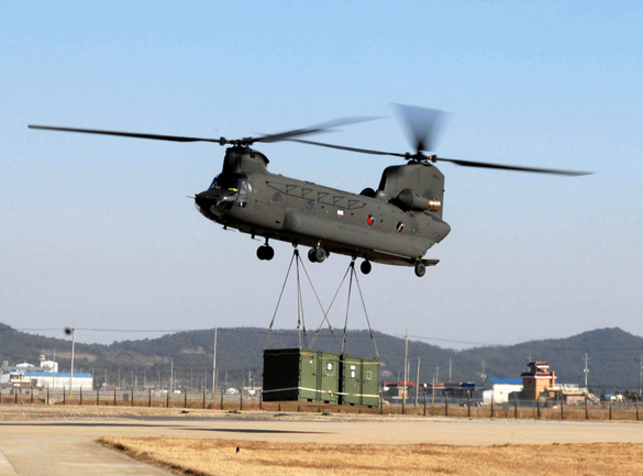 The witness believes that the helicopter was a Chinook. Pictured: A U.S. Army CH-47D. (Credit: Wikimedia Commons)