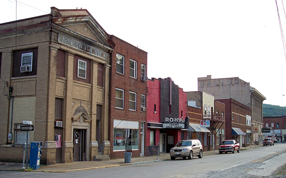 Maywood Avenue in downtown Clendenin, West Virginia. (Credit: Wikimedia Commons)