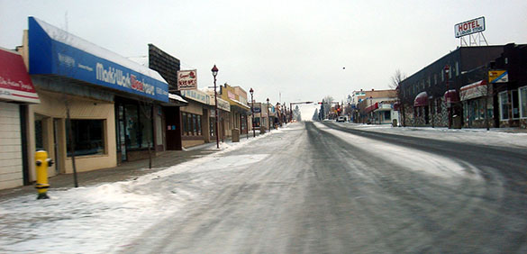 The witness first thought the bright light was a vehicle approaching from behind. Pictured: Downtown Edson, AB, Canada. (Credit: Wikimedia Commons)
