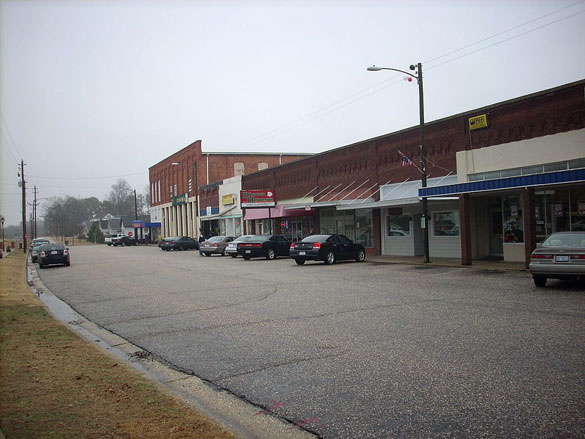 The UFO was seen as the witnesses traveled along Route 421 between Erwin, NC, and Lillington, NC.  Pictured: Downtown, Erwin, NC. (Credit: Wikimedia Commons)