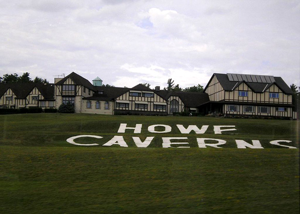 Outside view of Howe Caverns. (Credit: Wikimedia Commons)