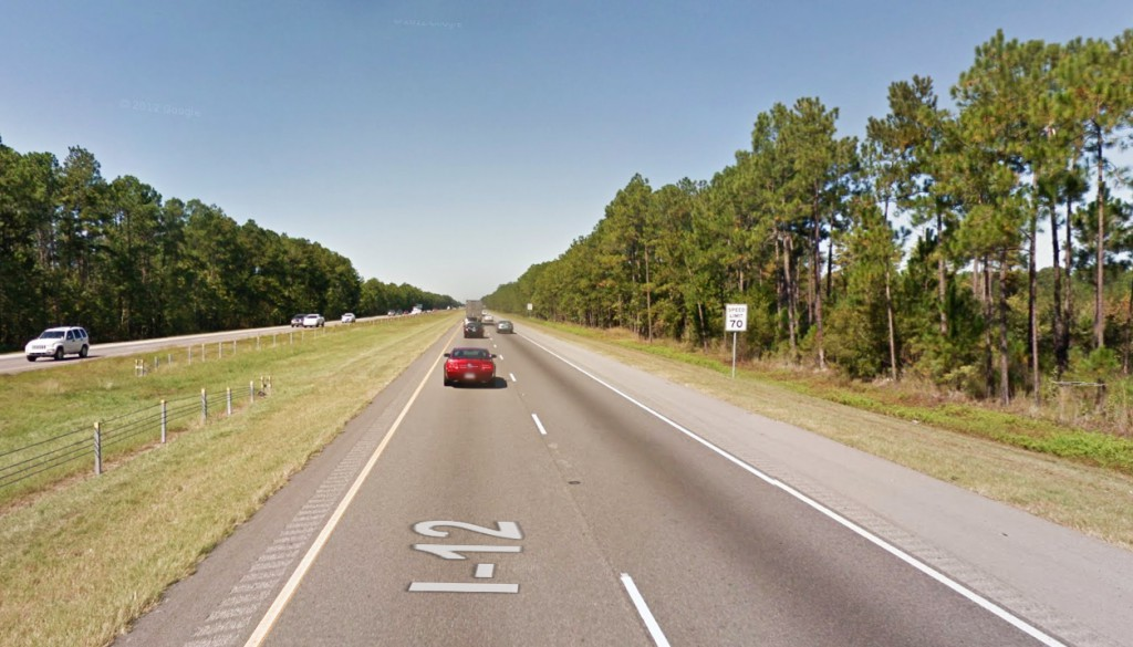 The witness noticed that the object had lowered a chrome tether about 300 feet long. Pictured: I-12 in Mandeville, LA. (Credit: Google)