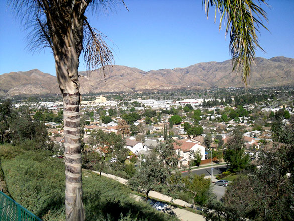 While the object could not be identified, the witness described square lights with white and pink colors. Pictured: View of Sylmar facing north. (Credit: Wikimedia Commons)