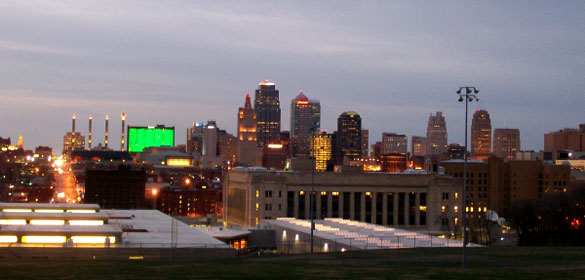 When the craft was hovering just 50 feet overhead, the three witnesses noticed it was a triangle shape. Pictured: Kansas City, KS. (Credit: Wikimedia Commons)