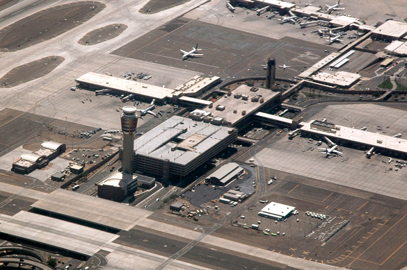 Aerial view of Phoenix Sky Harbor International Airport. (Credit: Wikimedia Commons)