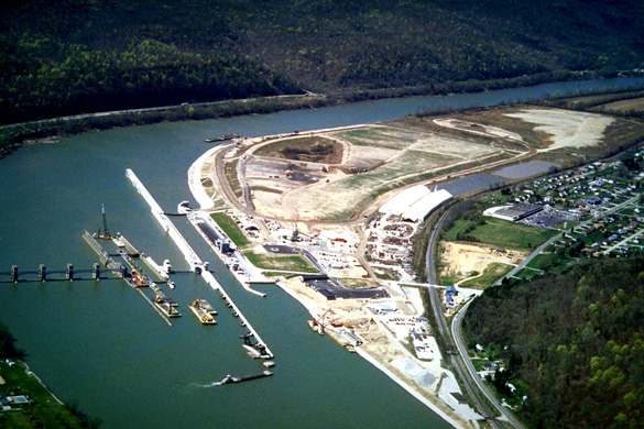 Winfield Lock and Dam on theKanawha River at Winfield, West Virginia. (Credit: Wikimedia Commons)