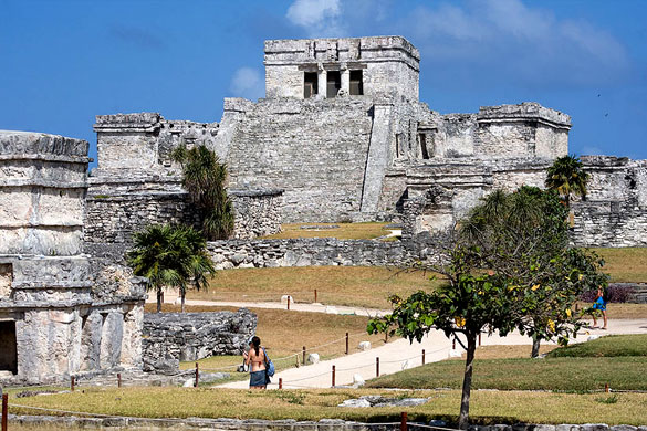 Pyramid El Castillo (The Castle), Tulum, Mexico. (Credit: Wikimedia Commons)