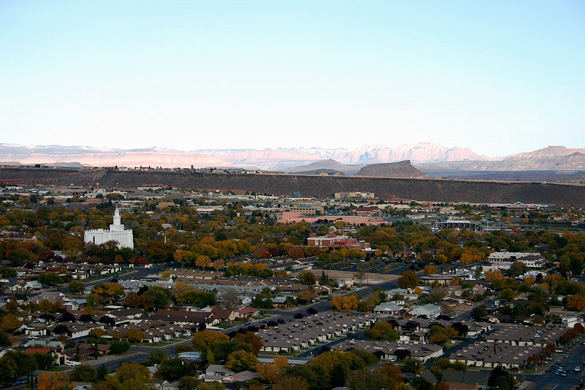 The UFO was the size of a golf ball held at arm's length. Pictured: St. George, Utah. (Credit: Wikimedia Commons)
