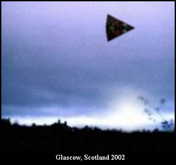 Arrowhead-shaped UFO from Glascow, Scottland, 2002. (Credit: ufocasebook.com)
