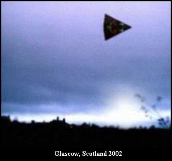 Arrowhead-shaped UFO from Glascow, Scottland, 2002. (Credit: ufocasebook.com)