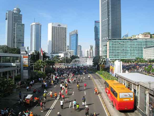The object seemed to change shape during the sighting and eventually changed directions and moved slowly away from the witness. Pictured: Jakarta pedestrians, joggers and bicyclists take over the main avenue during Car-Free Day. (Credit: Wikimedia Commons)