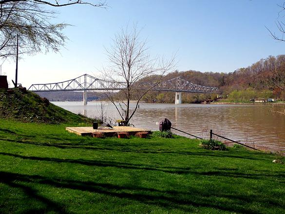 Ross Booth Memorial Bridge in Winfield, West Virginia. (Credit: Google)