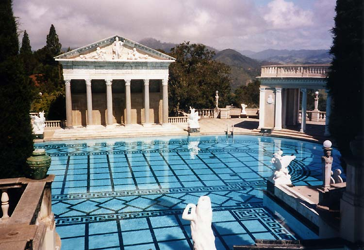 Hearst Castle swimming pool. (Credit: Stan Shebs/Wikimedia Commons)