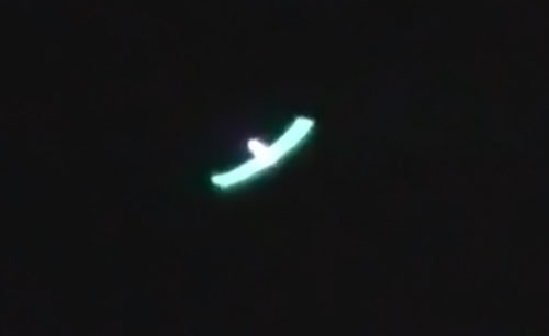 Man films green UFO in Queensland, Australia
