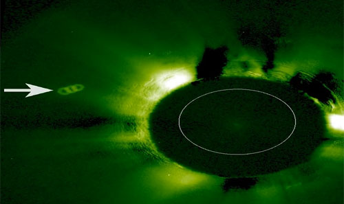 UFOs form three rings near Sun