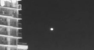 UFO over Vancouver recorded by amateur astronomer