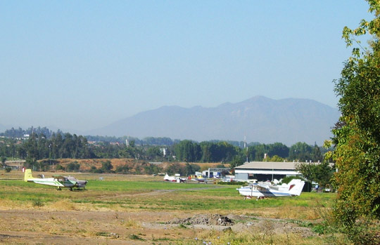 View of the Eulogio Sánchez airfield in the Santiago suburb of Tobalaba. (Image credit: Lycaon.cl/Wikimedia Commons)
