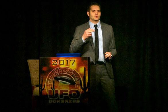 Ben Hansen presenting his analysis of other presidential interviews regarding UFOs and aliens at the 2017 International UFO Congress. (Credit: UFOCongress.com/OpenMinds.tv)