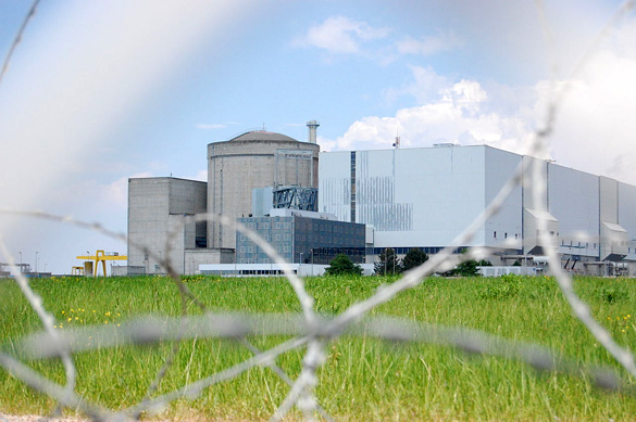 Blayais Nuclear Power Plant in Southwester France. They had a UFO overflight in October, 2014. (Credit: Pierre-alain dorange/Wikimedia Commons)